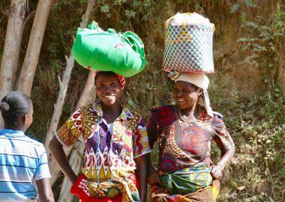 auf dem Weg zum Markt, Uganda